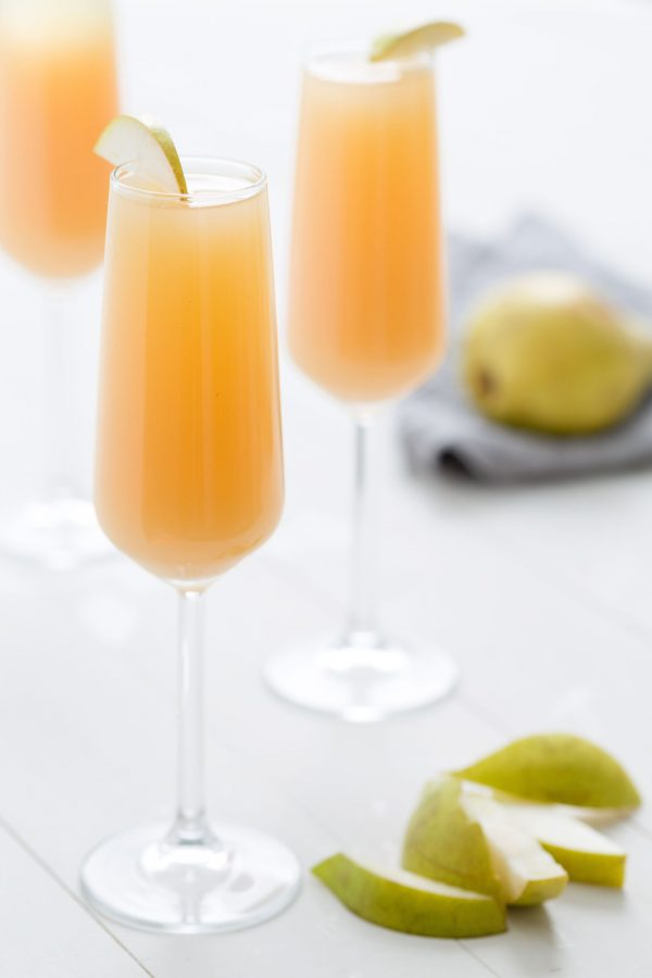 Pear Mimosas | Mimosa recipes + Easter brunch ideas from @cydconverse
