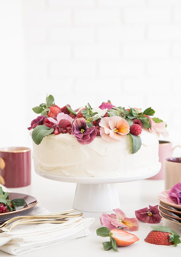 Pink Velvet Cake with Edible Flowers | 15 Gorgeous Easter Cakes from @cydconverse