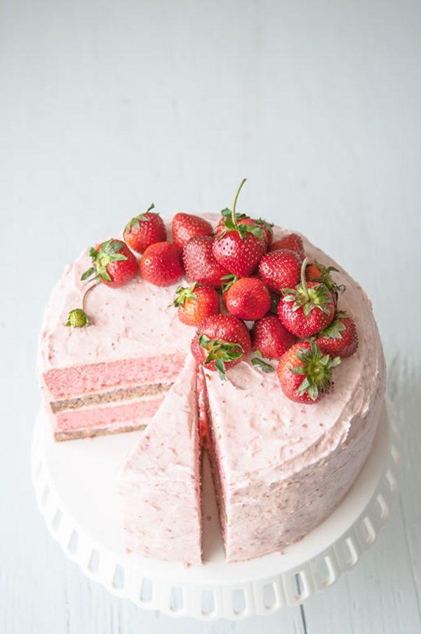 Strawberry Banana Milkshake Cake | 15 Gorgeous Easter Cakes from @cydconverse