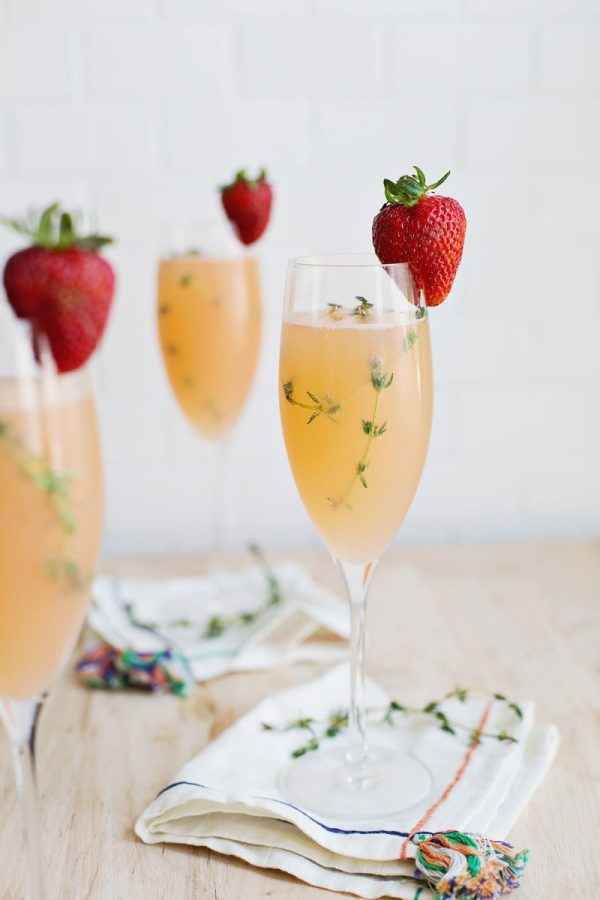 Strawberry Grapefruit Mimosa | Mimosa recipes + Easter brunch ideas from @cydconverse