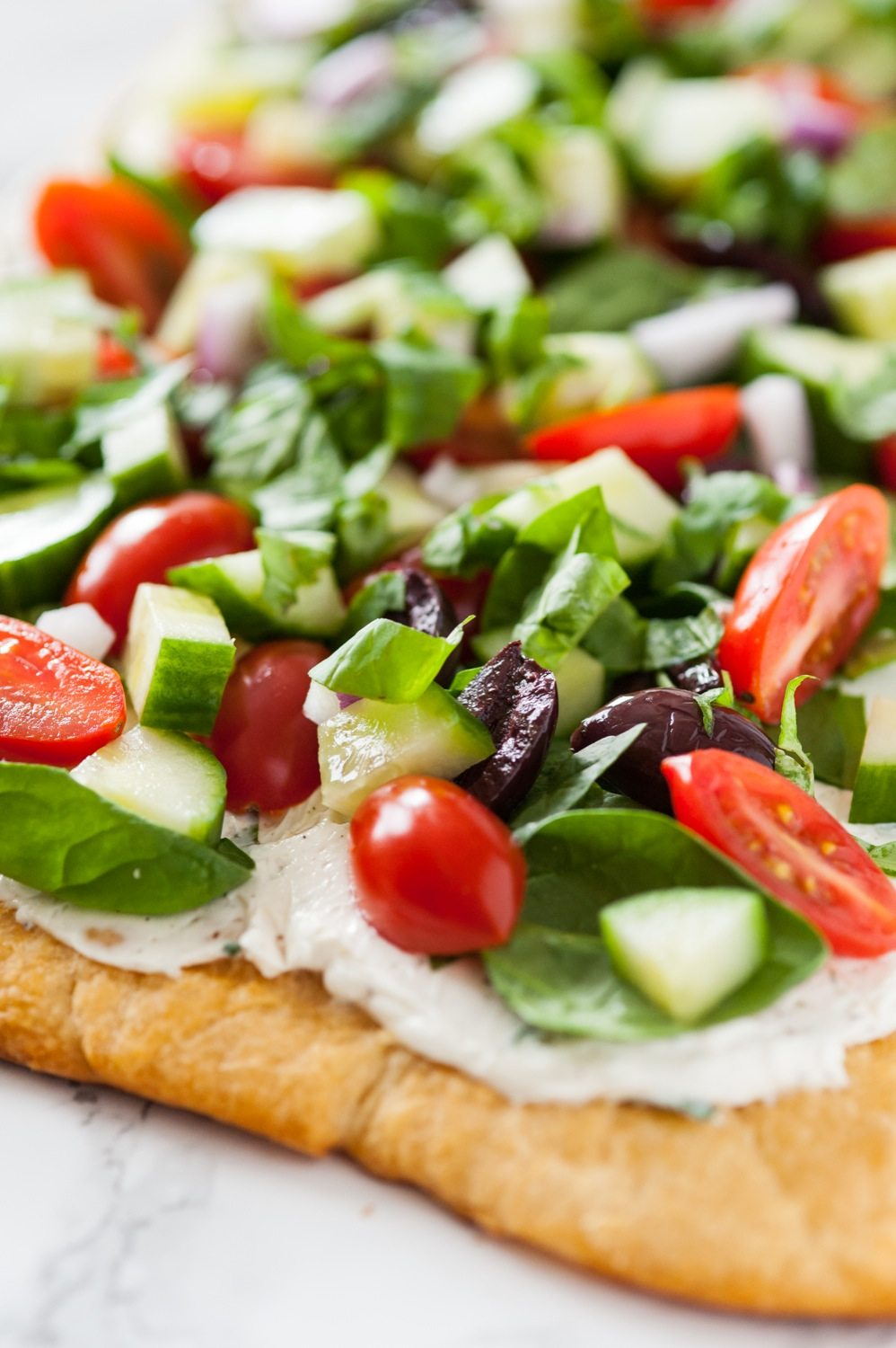 Mediterranean Veggie Flatbread Recipe | Entertaining ideas, appetizer recipes and more from @cydconverse