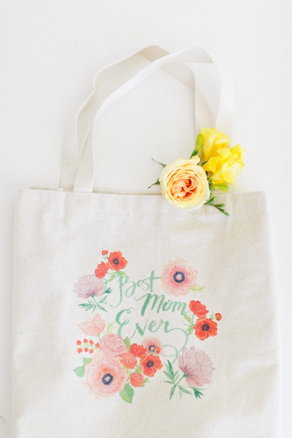 DIY Mother's Day Tote | Homemade Mother's Day Gift Ideas and DIY Gift Ideas from @cydconverse