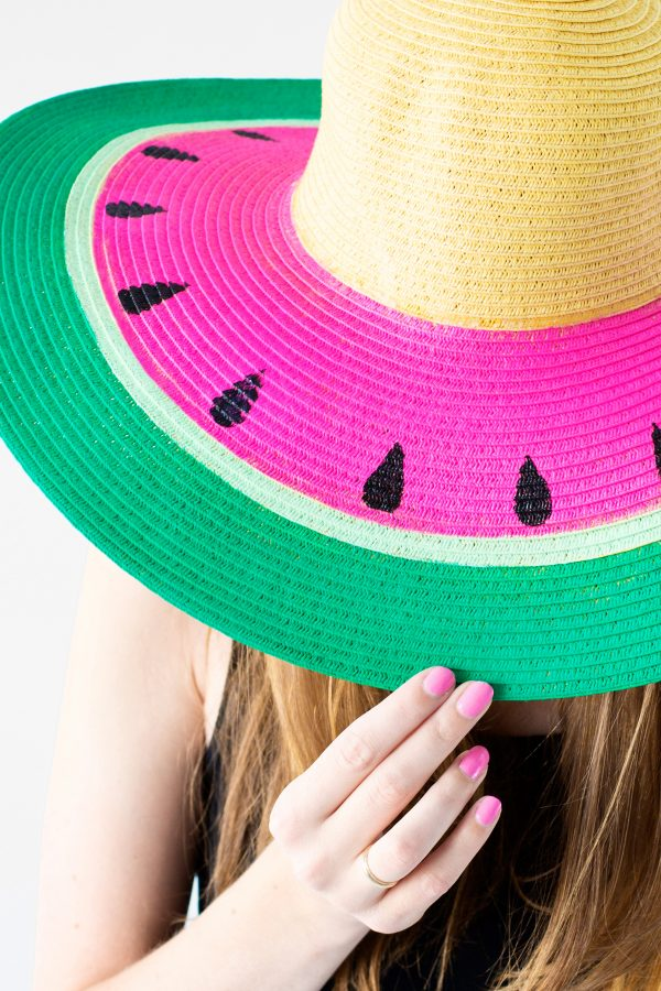 DIY Beach Hat | DIY ideas for summer beach days and other fun summer ideas from @cydconverse