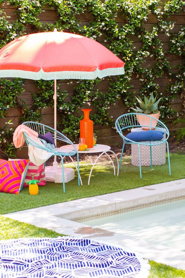 DIY Beach Umbrella   DIY ideas for summer beach days and other fun summer ideas from @cydconverse