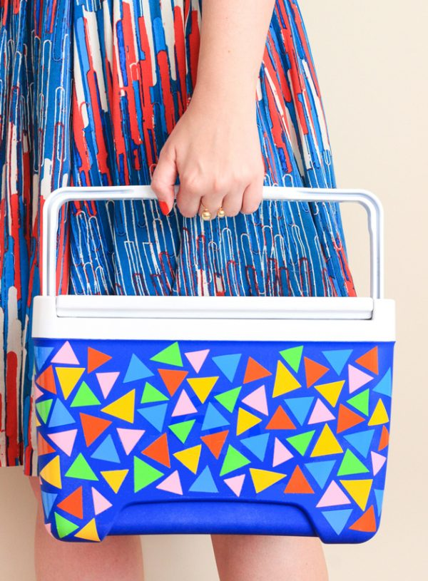 DIY Cooler Makeover   DIY ideas for summer beach days and other fun summer ideas from @cydconverse