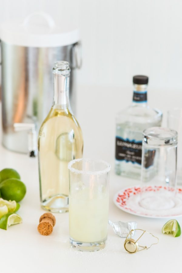 Sparkling Margarita Recipe from @cydconverse | Summer entertaining ideas, summer cocktails and more!