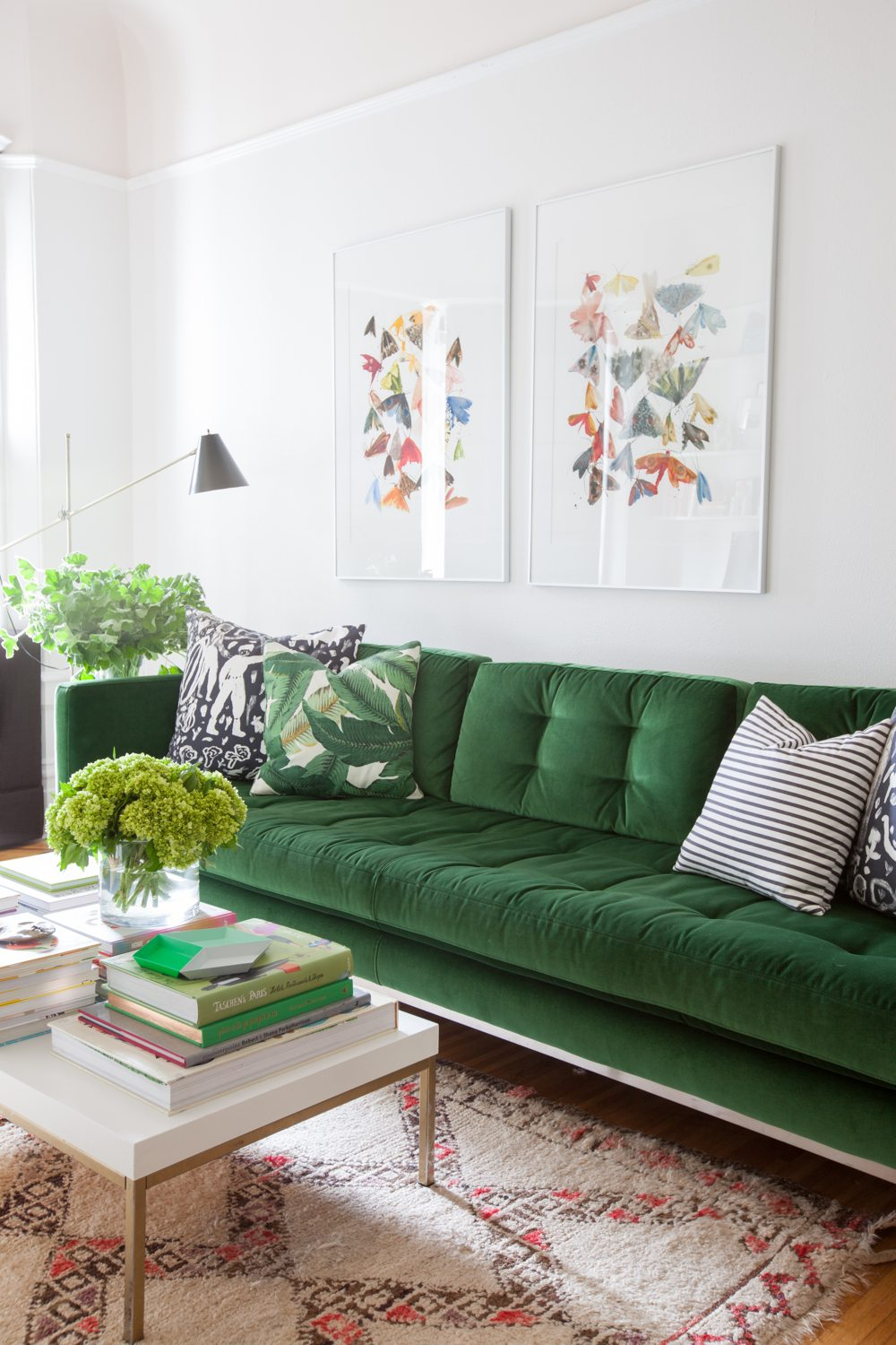 Decorating our old house cozy living room decor ideas for Living room with green sofa