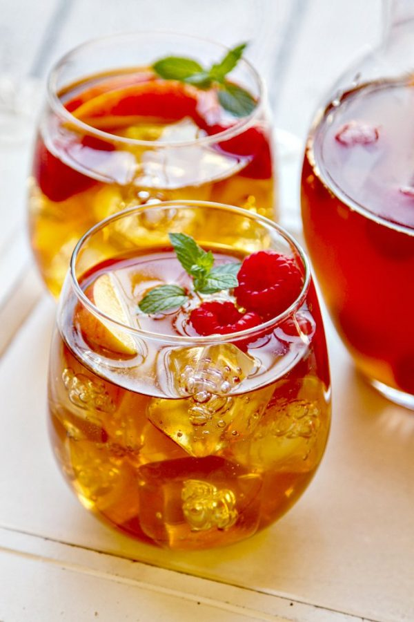 Sweet Tea Sangria | 15 Sangria Recipes for Late Summer and Fall | Cocktail recipes, entertaining tips and party ideas from @cydconverse