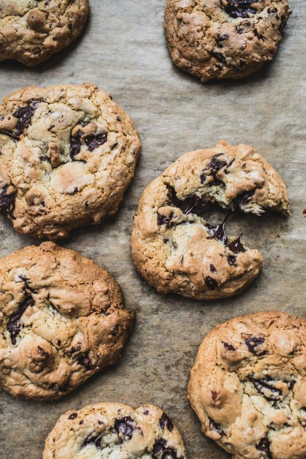 Toasted Almond Chocolate Chip Cookies | Best chocolate chip cookie recipes, entertaining tips and party ideas from @cydconverse