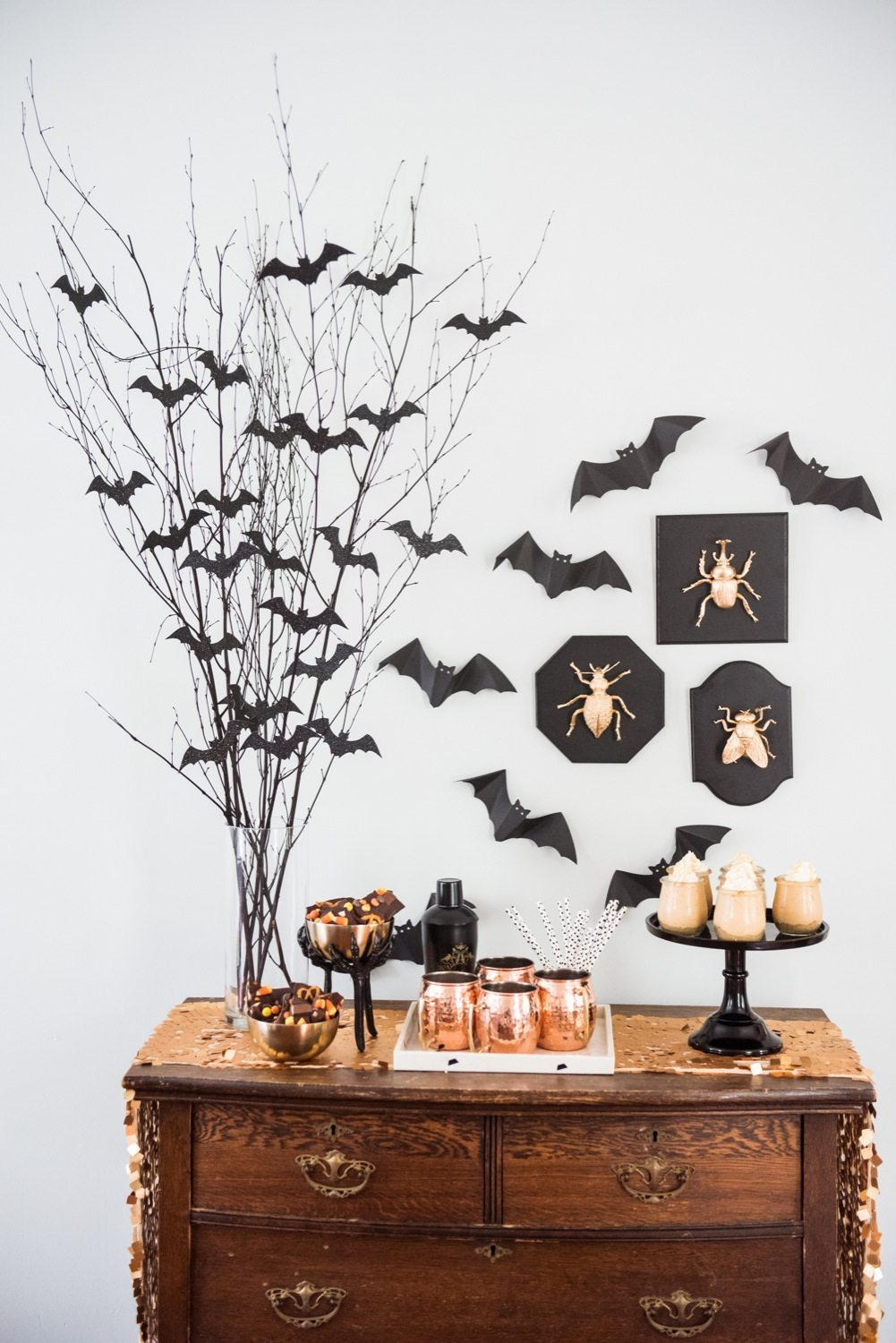 easy spooky halloween party decor the sweetest occasion. Black Bedroom Furniture Sets. Home Design Ideas