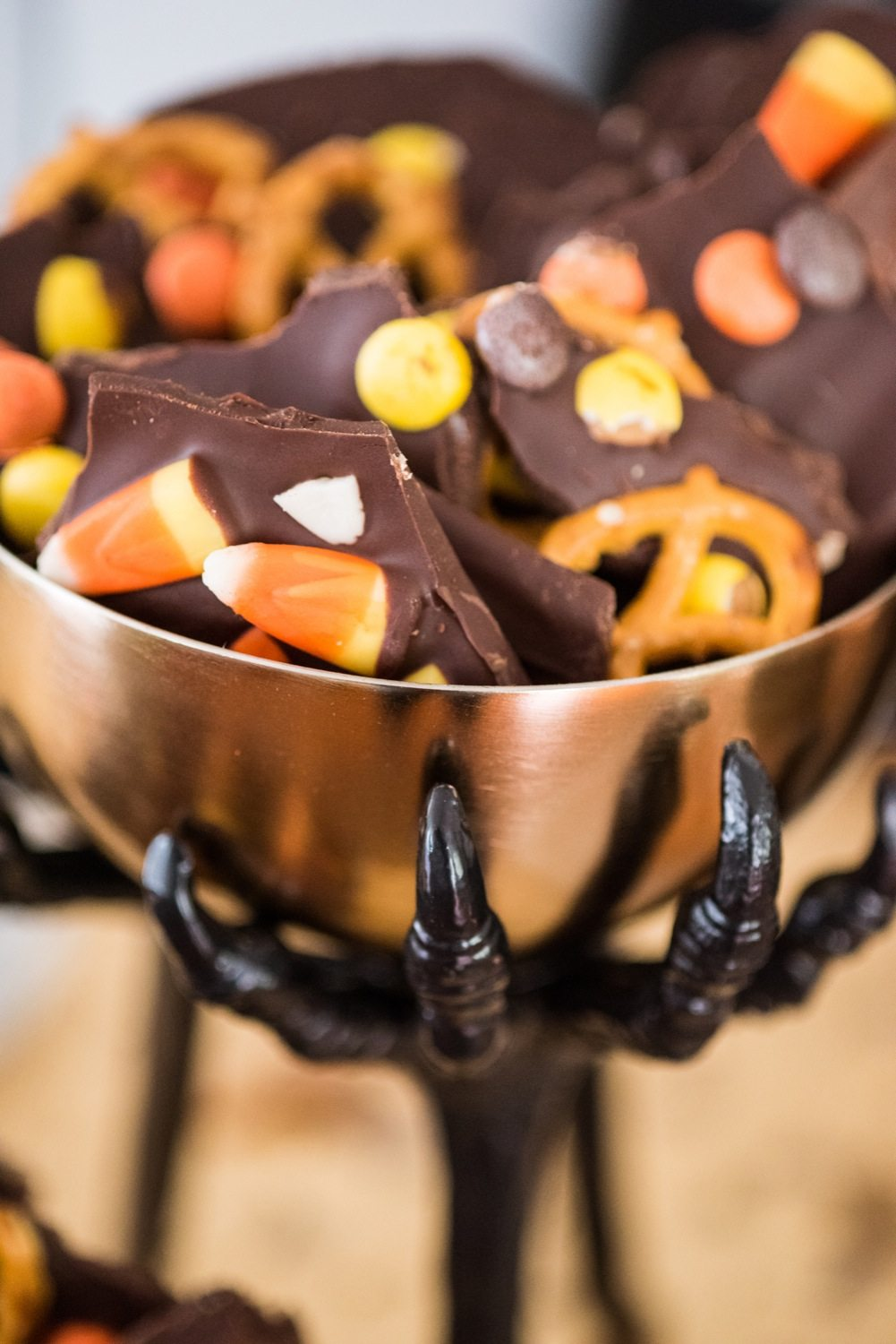 Easy Spooky Halloween Party Decor  The Sweetest Occasion - Spooky Halloween Party Decorations
