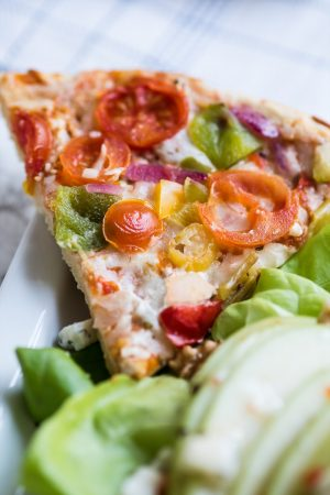Easy Weeknight Dinner Ideas | Pizza and salad pairings from @cydconverse plus more recipes, entertaining tips, party ideas and more!