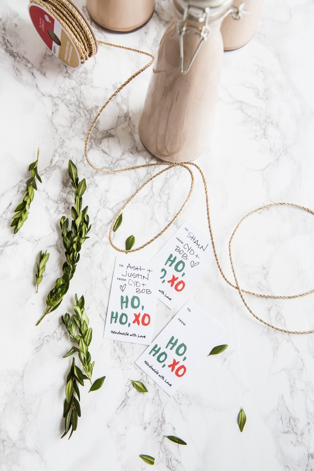 Homemade Christmas Gifts | Homemade Irish Cream Recipe with Free Printables from @cydconverse and @erikafirm