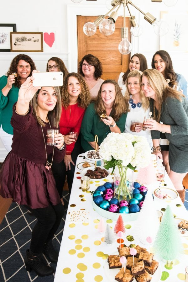 How to Host a Merry Cookie Exchange with @cydconverse + @eaglebrand   Cookie exchange recipes, holiday party ideas, entertaining tips, best cookie recipes and more!