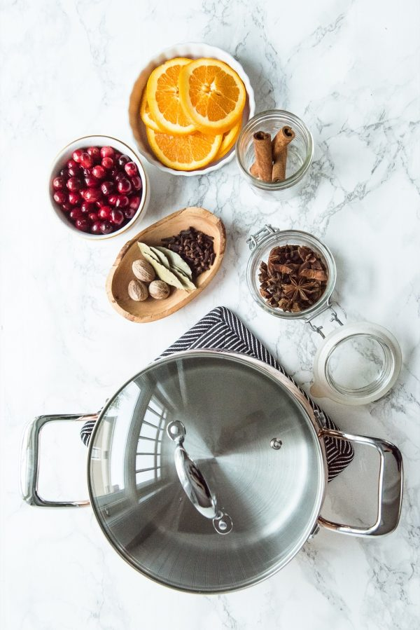 How to Make Your House Smell like Fall | Homemade Stovetop Potpourri plus more entertaining ideas, Christmas recipes, cocktail recipes, Thanksgiving ideas and more from @cydconverse