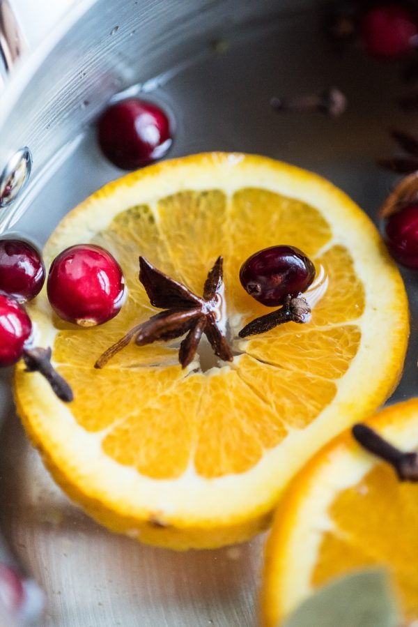 How to Make Your House Smell like Fall   Homemade Stovetop Potpourri plus more entertaining ideas, Christmas recipes, cocktail recipes, Thanksgiving ideas and more from @cydconverse