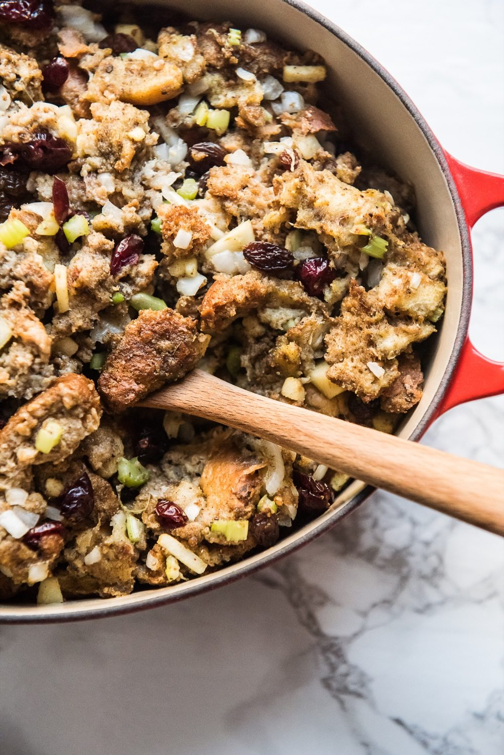 The Best Vegetarian Stuffing Recipe | Thanksgiving recipes, stuffing recipes, entertaining tips, party ideas and more from @cydconverse