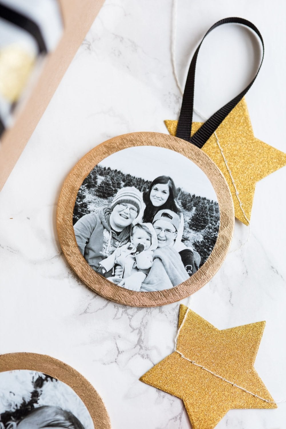 DIY Gilded Photo Ornaments thumbnail
