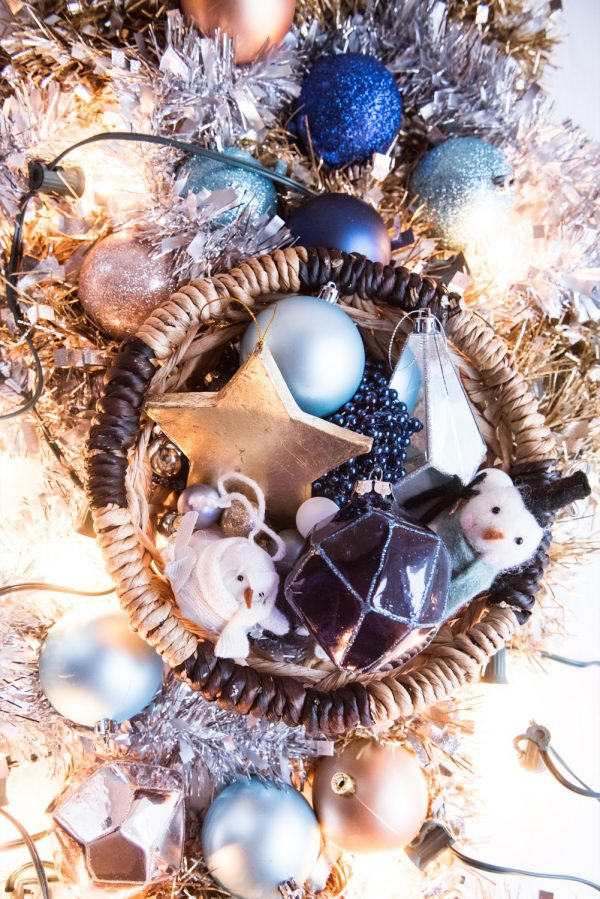 DIY Gold Leaf Star Ornaments | Homemade ornaments, homemade Christmas gifts, Christmas decor ideas and more from @cydconverse