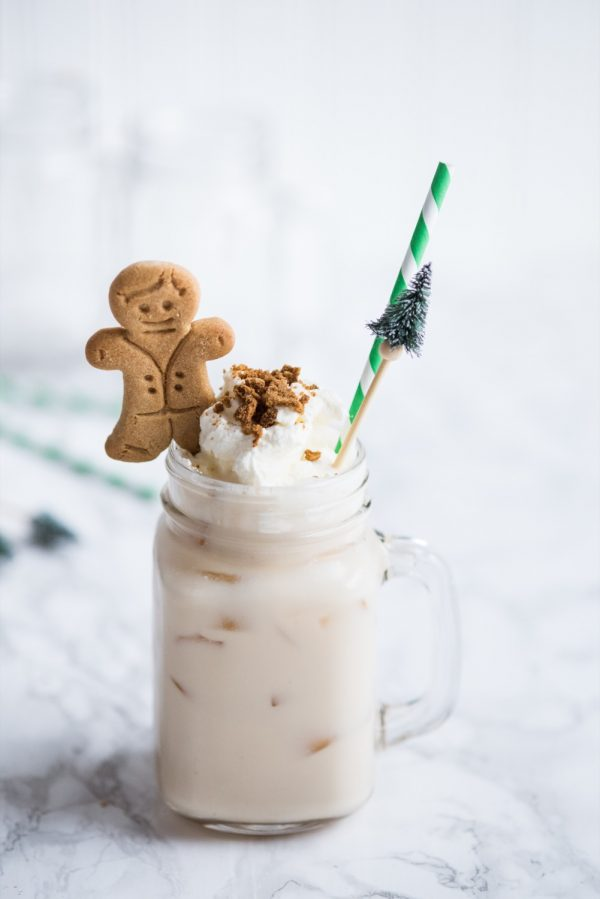 Gingerbread White Russian Recipe | Cocktail recipes, Christmas cocktails, entertaining tips and party ideas from @cydconverse