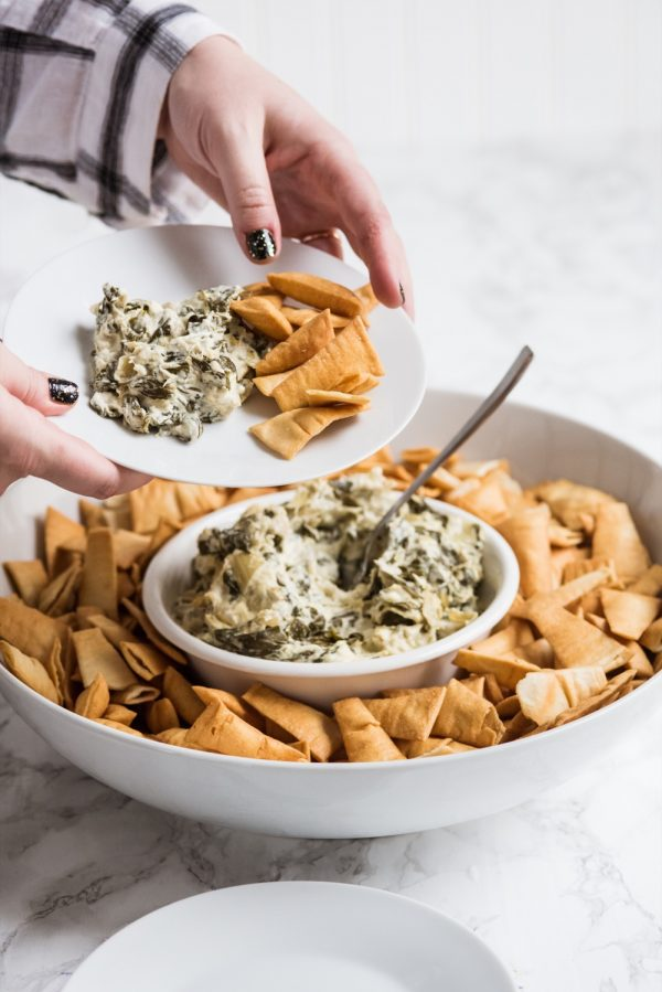 Slow Cooker Spinach Artichoke Dip | Party appetizers, Super Bowl recipes, party ideas, entertaining tips and more from @cydconverse