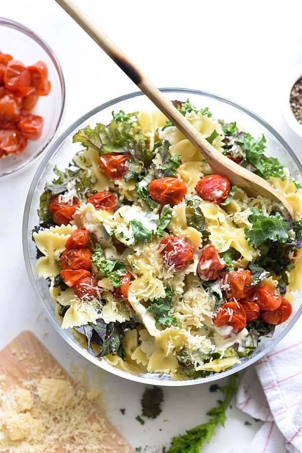 Kale Caesar Pasta Salad | Friday night dinner ideas, easy dinner recipes, weeknight dinner ideas and more from @cydconverse
