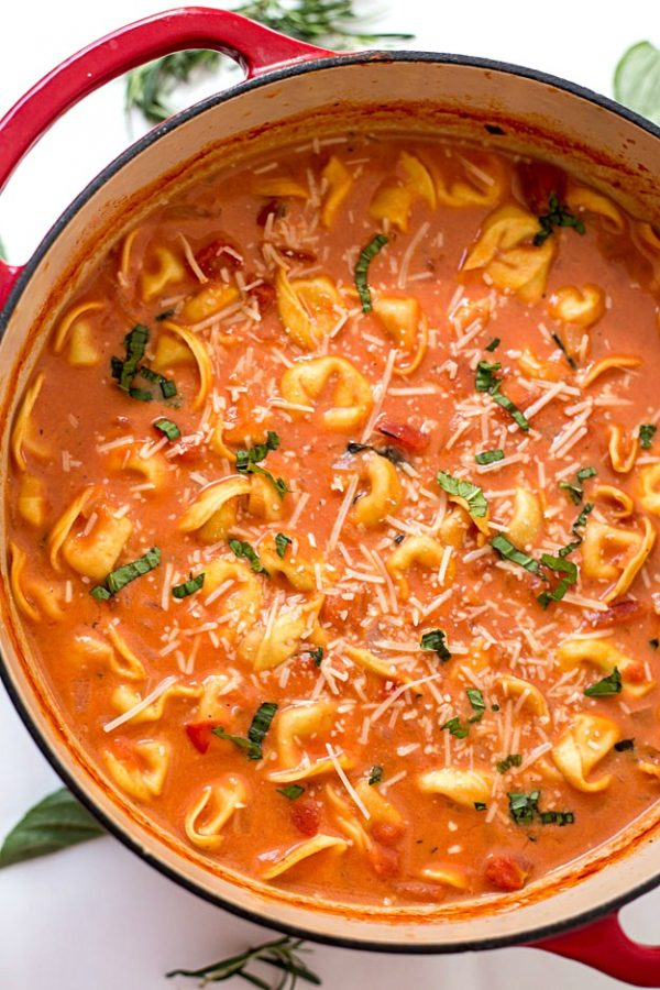 One-pot Creamy Tomato Tortellini Soup | Friday night dinner ideas, easy dinner recipes, weeknight dinner ideas and more from @cydconverse