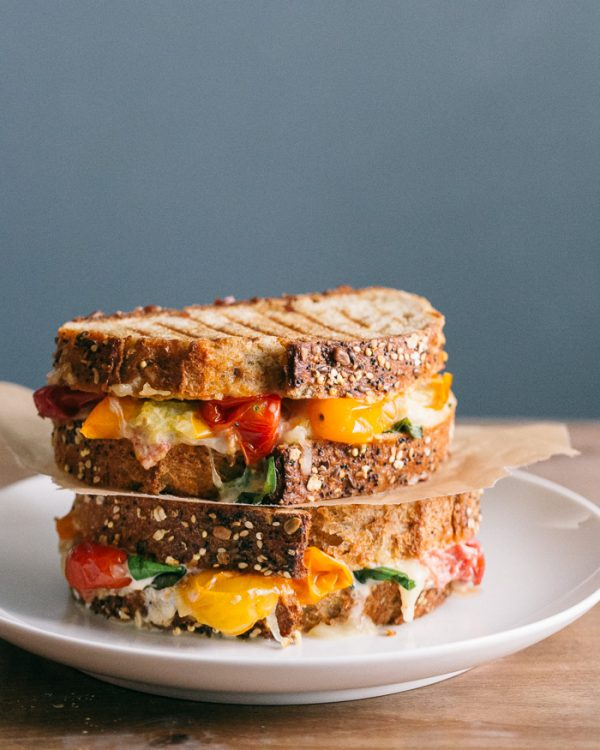 Roasted Tomato Grilled Cheese | Friday night dinner ideas, easy dinner recipes, weeknight dinner ideas and more from @cydconverse