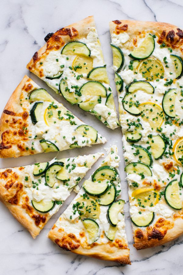 Zucchini Pizza | Friday night dinner ideas, easy dinner recipes, weeknight dinner ideas and more from @cydconverse