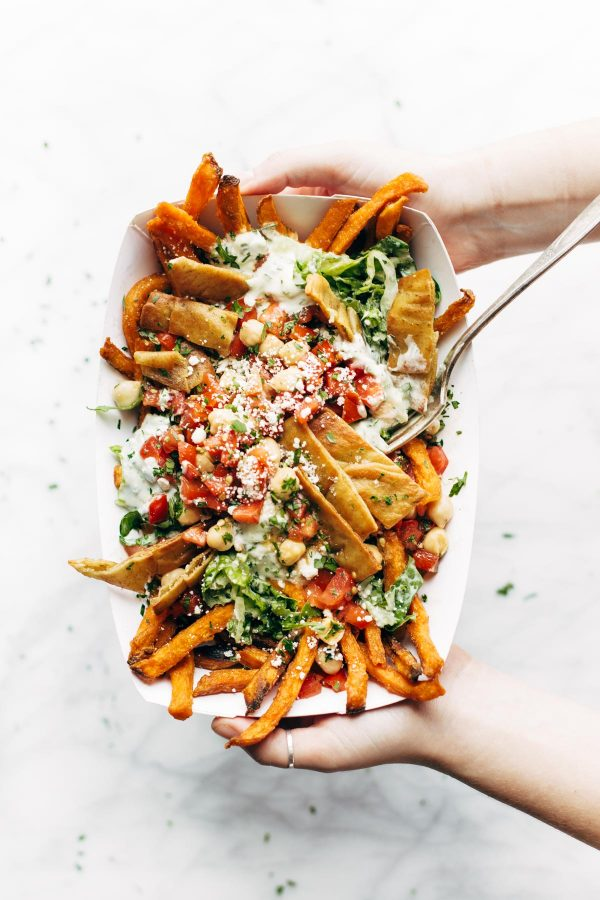 Mediterranean Street Car Fries   Friday night dinner ideas, easy dinner recipes, weeknight dinner ideas and more from @cydconverse