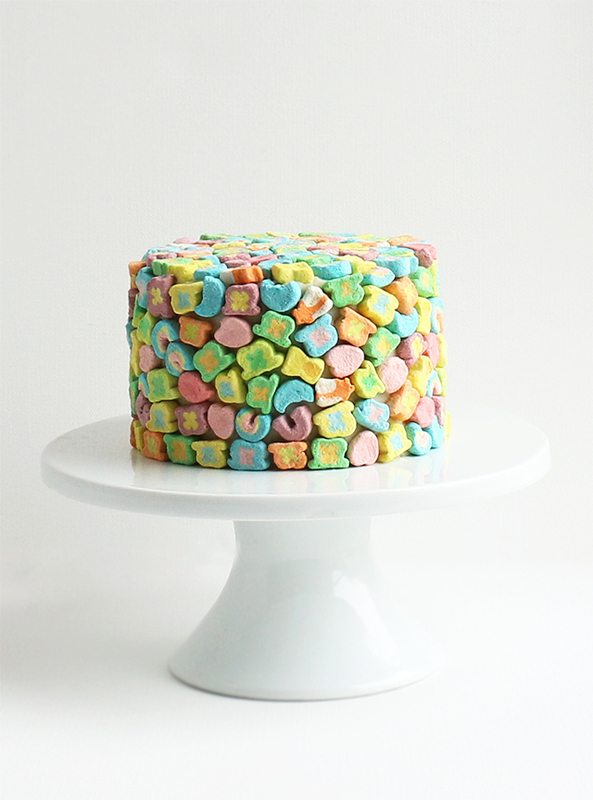 Lucky Charms Cake | Lucky Charms recipes, St. Patrick's Day dessert, St. Patrick's Day ideas and more from @cydconverse