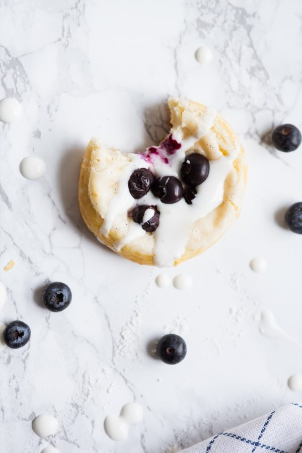 Berry + Cream Cheese Breakfast Pastries | Mother's Day ideas, Mother's Day brunch recipes, puff pastry recipes, entertaining tips, party ideas and more from @cydconverse