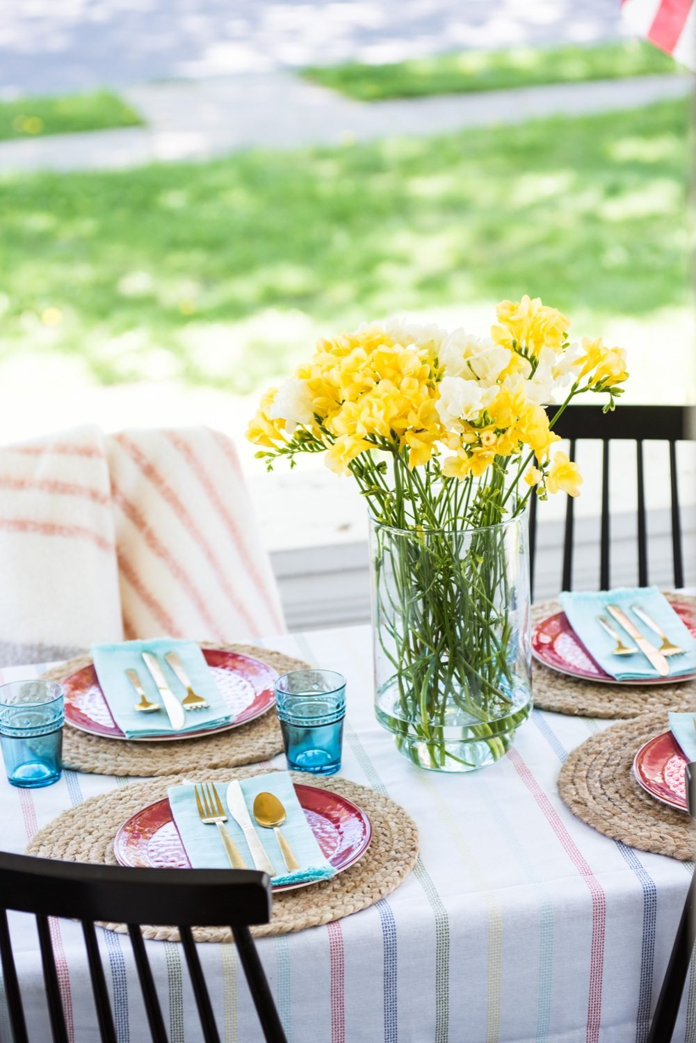 Hosting a Chic Patriotic Picnic | Entertaining ideas, party ideas, picnic ideas and more from @cydconverse