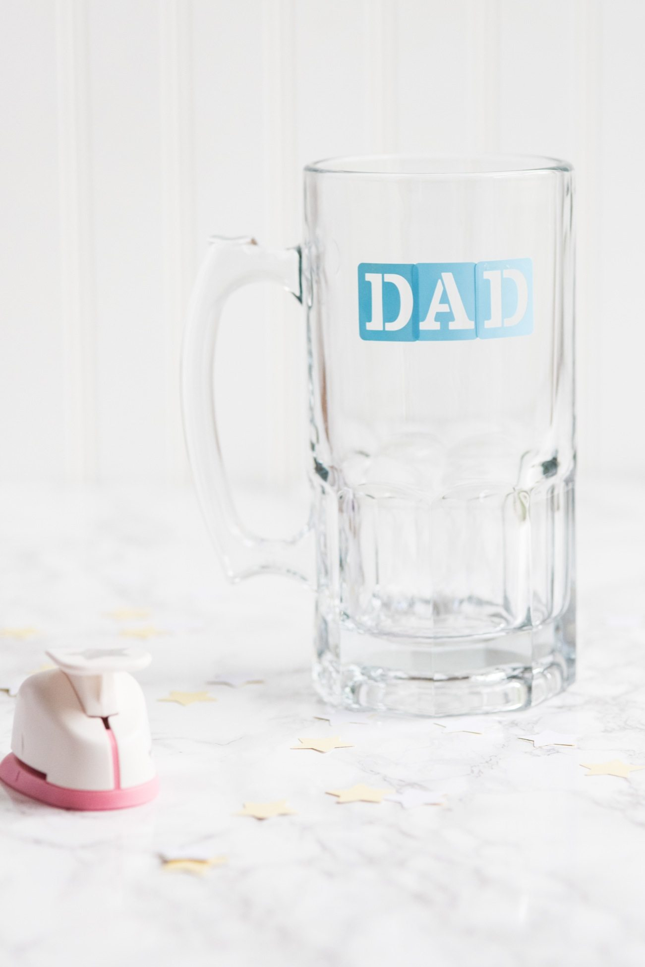 DIY Etched Beer Mugs for Father's Day | Father's Day gift ideas, DIY projects, homemade gifts ideas, homemade Father's Day gifts, entertaining tips and more from @cydconverse