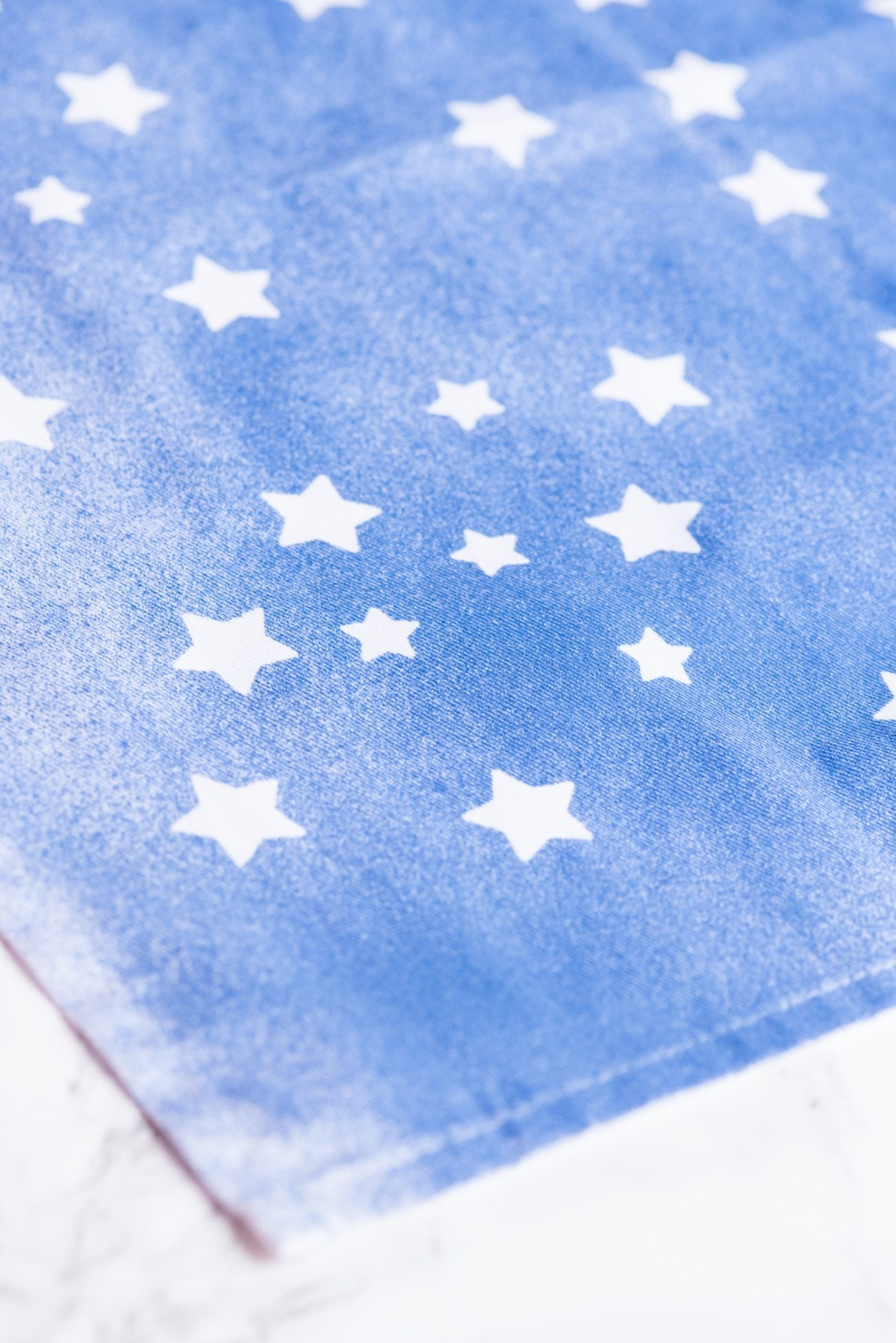 DIY Star Spangled Napkins | 4th of July craft ideas, 4th of July recipes, entertaining tips and party ideas from @cydconverse