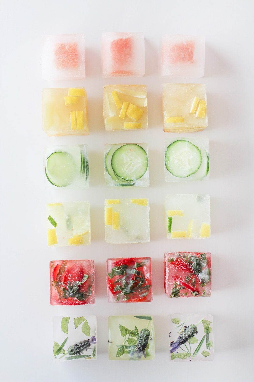 Flavored Ice Cubes | Summer entertaining, summer party ideas and more from @cydconverse