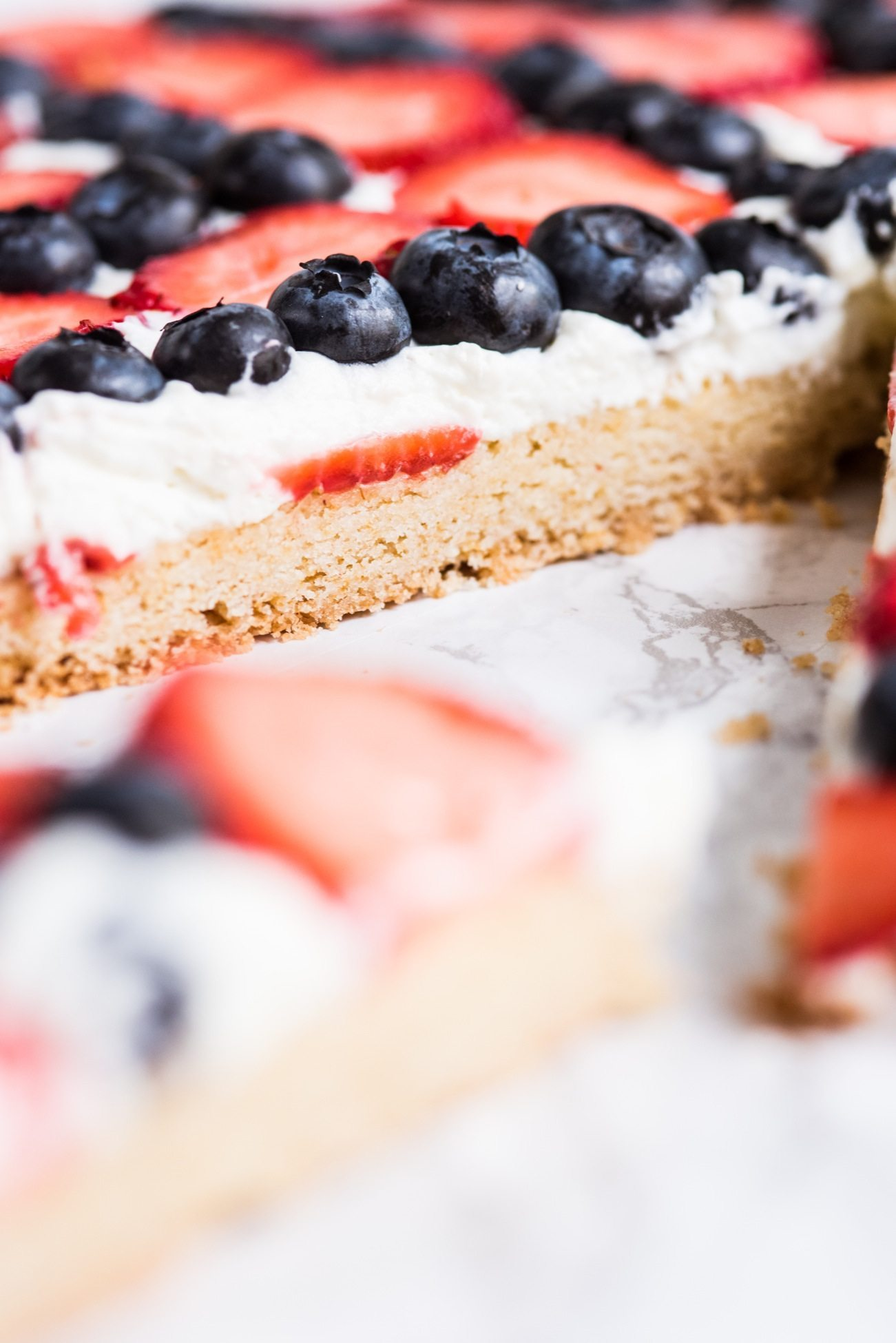 4th of July Desserts: Red, White and Blue Berry Fruit Pizza | 4th of July recipes, entertaining tips, party ideas, 4th of July ideas and more from @cydconverse