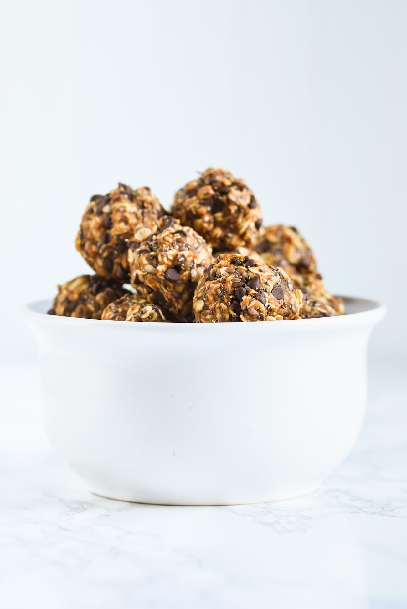 Pumpkin Spice Oatmeal Energy Bites | Entertaining tips, party ideas, party recipes, cocktail recipes and more from @cydconverse