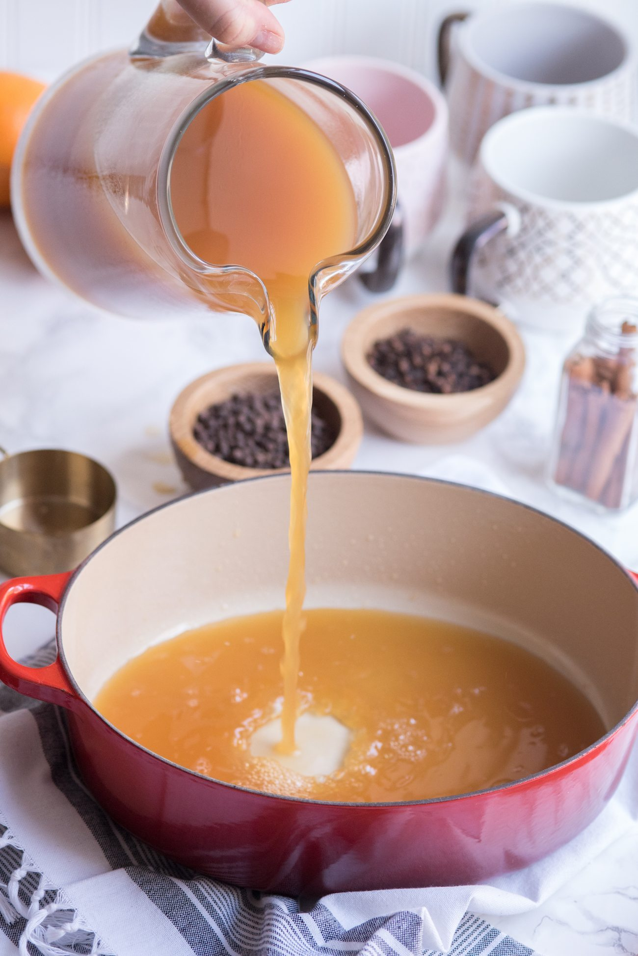 Easy Stovetop or Slow Cooker Mulled Apple Cider Recipe | Fall entertaining ideas, entertaining tips, party ideas, party recipes