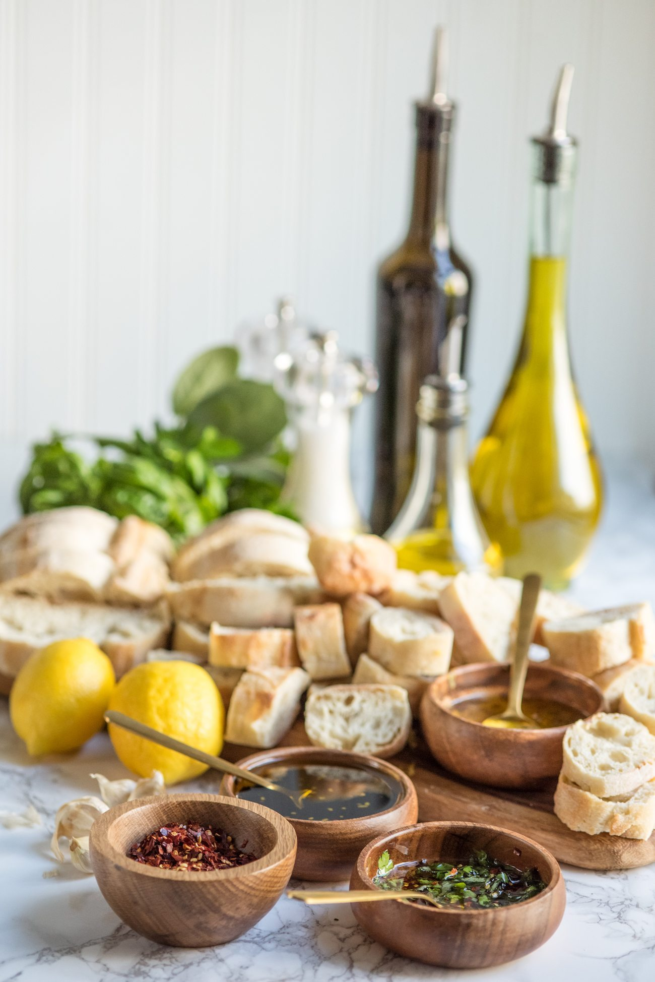 Bread and Olive Oil Appetizer Dipping Station | Party appetizers, entertaining tips, party ideas, holiday entertaining tips and more from @cydconverse