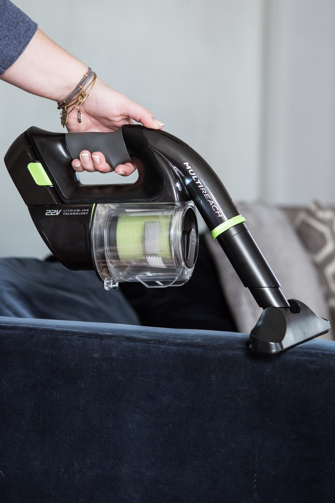 Bissell Multi Reach Cordless Vacuum Review | How to Prep Your Home for the Holidays | Holiday entertaining ideas, entertaining tips, party ideas, party appetizers and more from @cydconverse