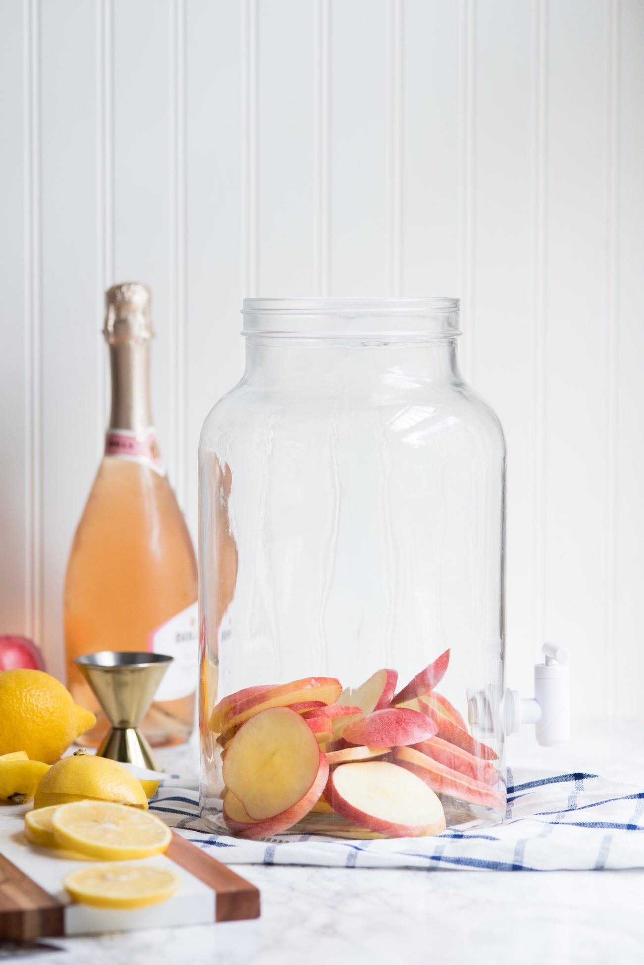 Sparkling Apple Rosé Sangria | Thanksgiving cocktail recipes, entertaining tips, holiday party ideas, fall cocktail recipes and more from @cydconverse
