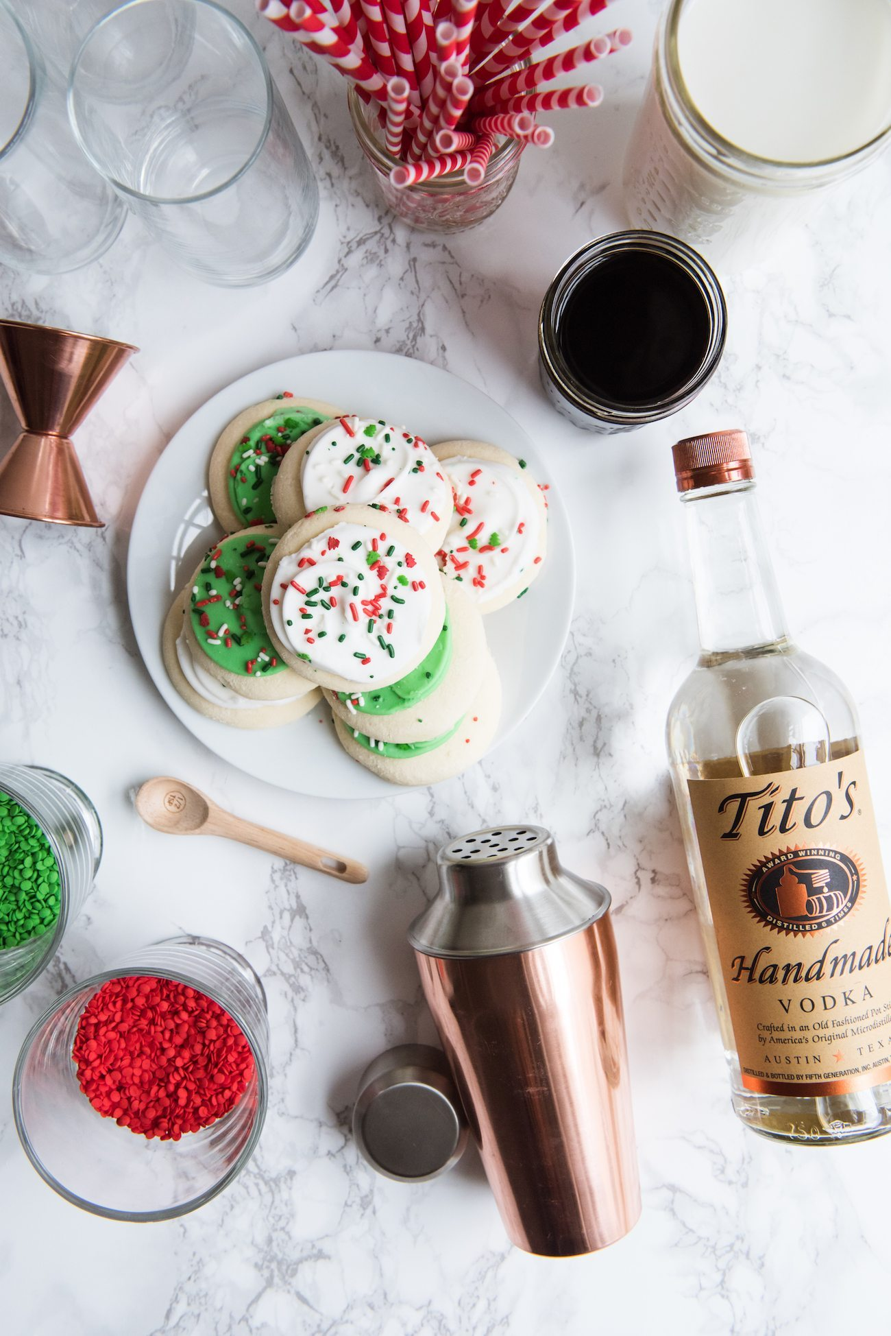 Sugar Cookie White Russians | Best Christmas White Russian recipes, entertaining tips, party ideas, holiday party recipes and more from @cydconverse