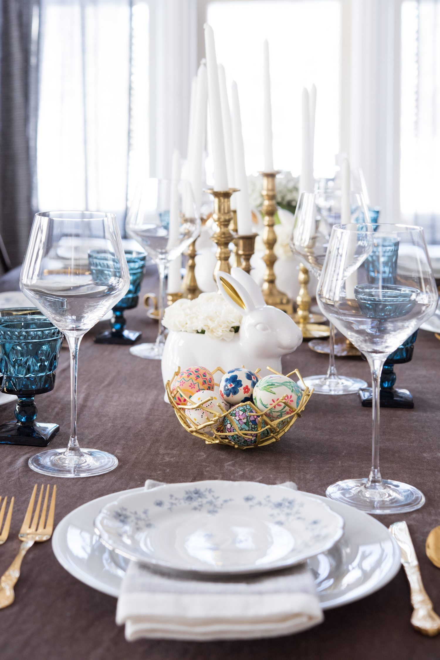 Easter Dinner Party Ideas Part - 40: A Modern Elegant Easter Dinner Table | Click Through To Visit @cydconverse  For Easter Recipes
