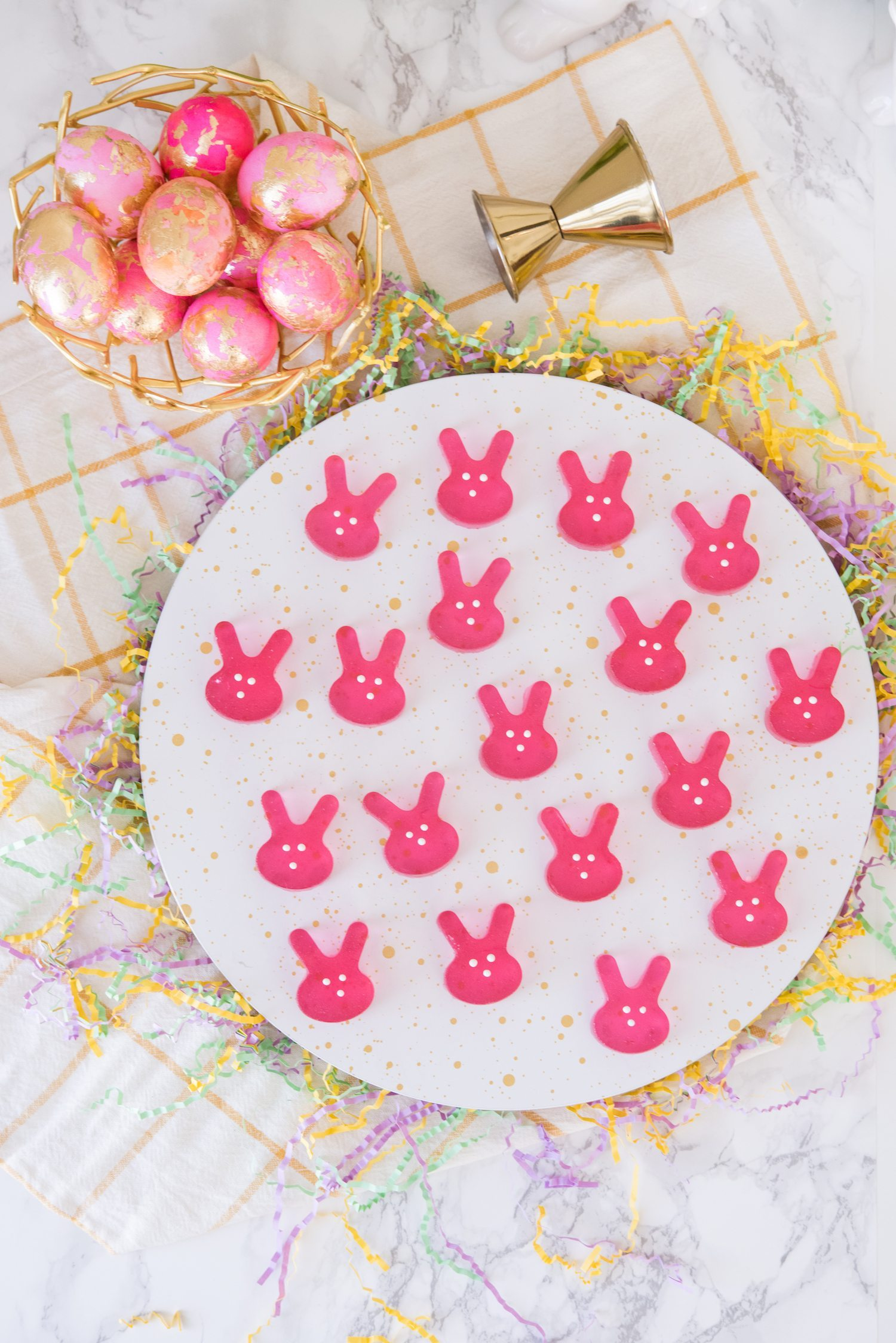 Easter Bunny Jello Shots | Rosé Jello Shots | Click through for super fun cocktail recipe party ideas, holiday cocktails and more from @cydconverse