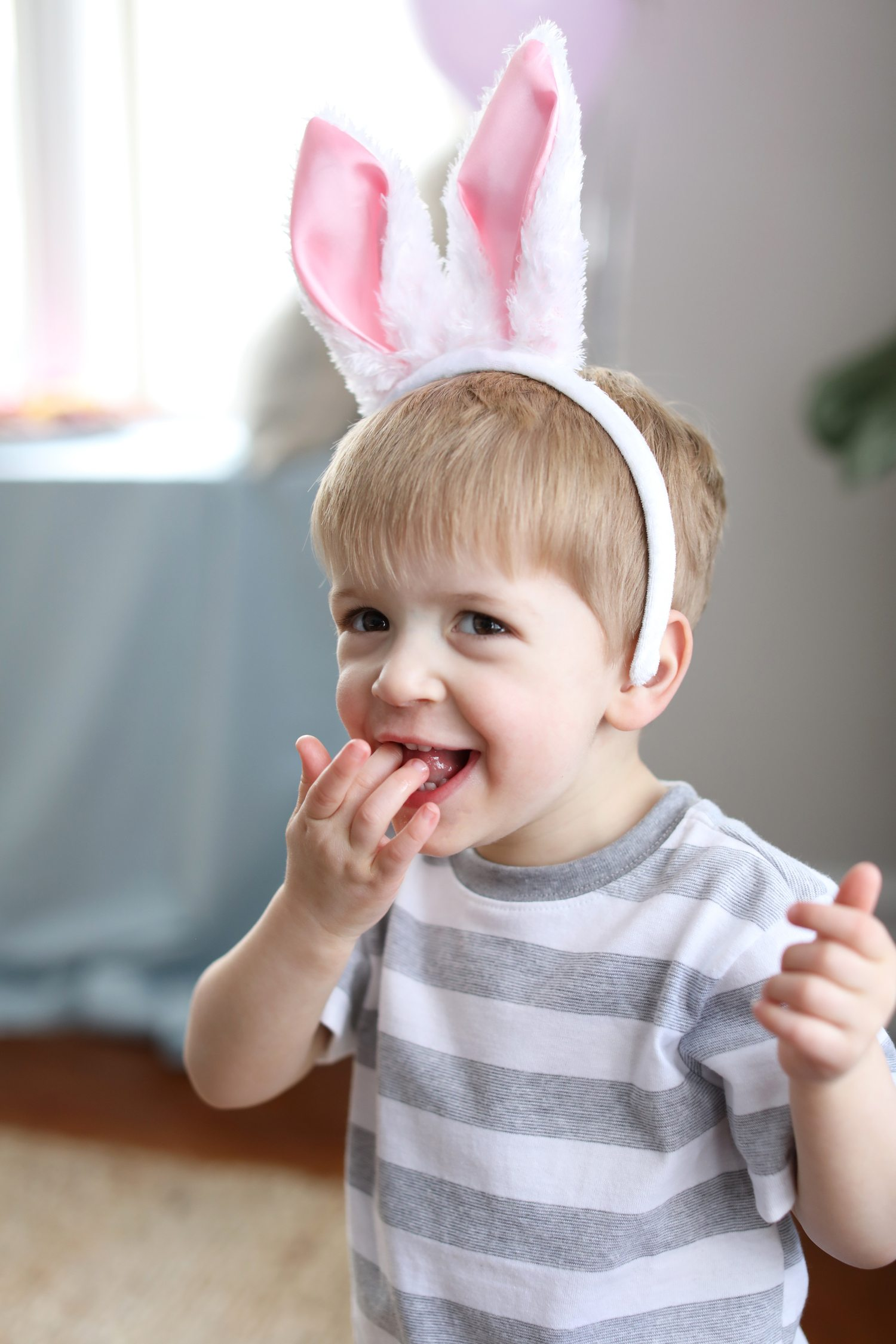 Tips for throwing a colorful kid-friendly Easter egg decorating party! Visit @cydconverse for party ideas, entertaining tips, party recipes and more!