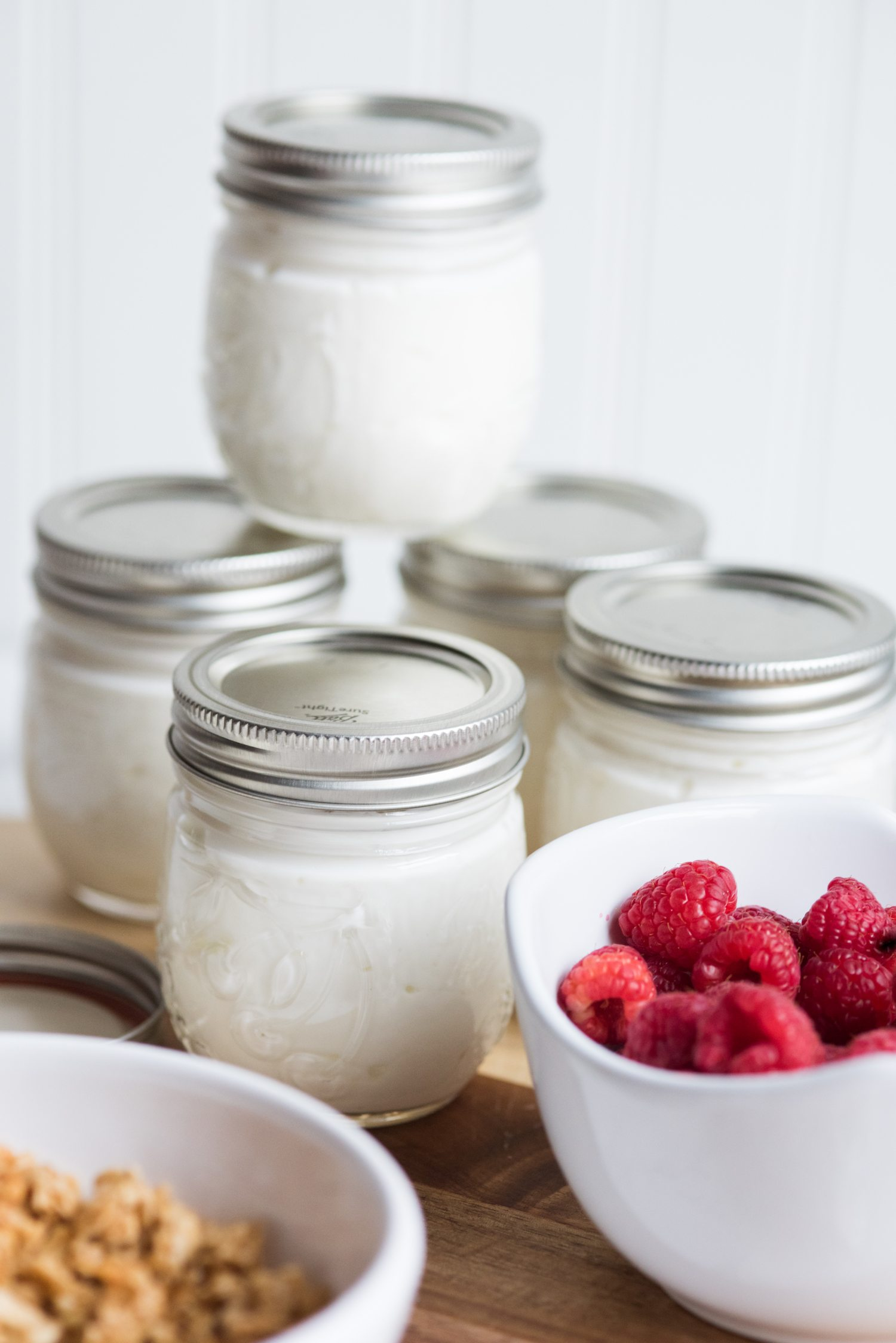 Easy Breakfast To-Go Jars | Click through to check out fun recipes, entertaining tips, party ideas, cocktail recipes and more from @cydconverse
