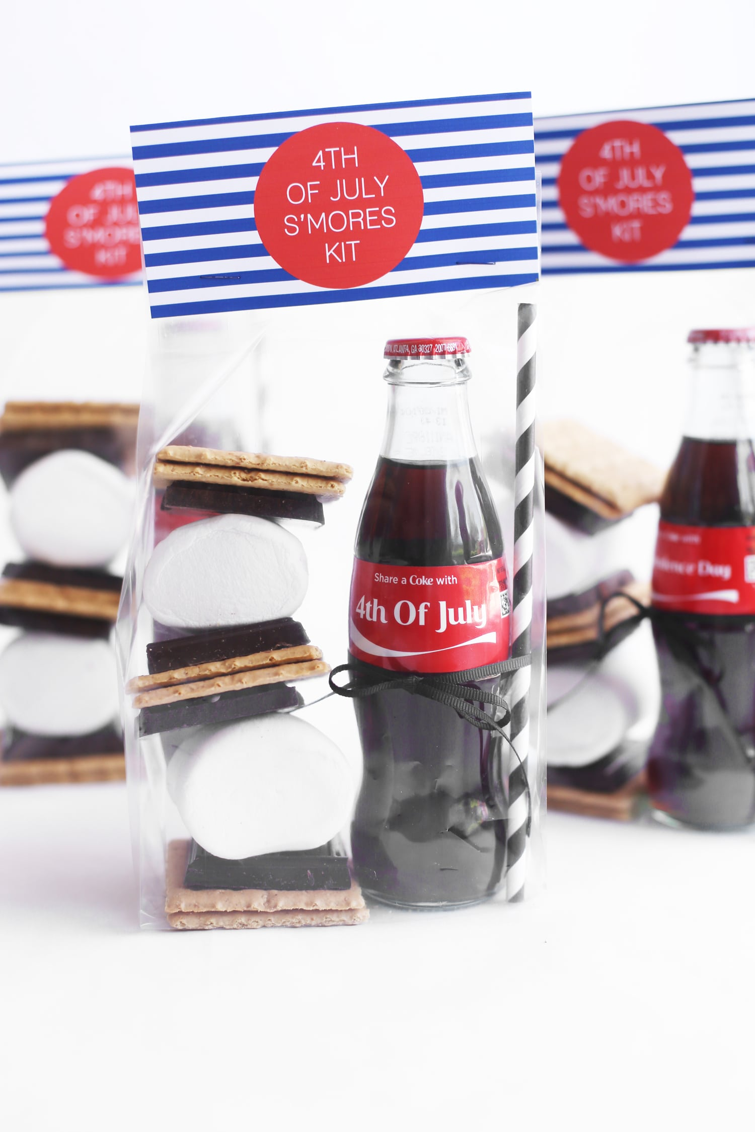 Red, White and Blue S'mores Kits | 4th of July decorations, 4th of July party ideas and more from @cydconverse