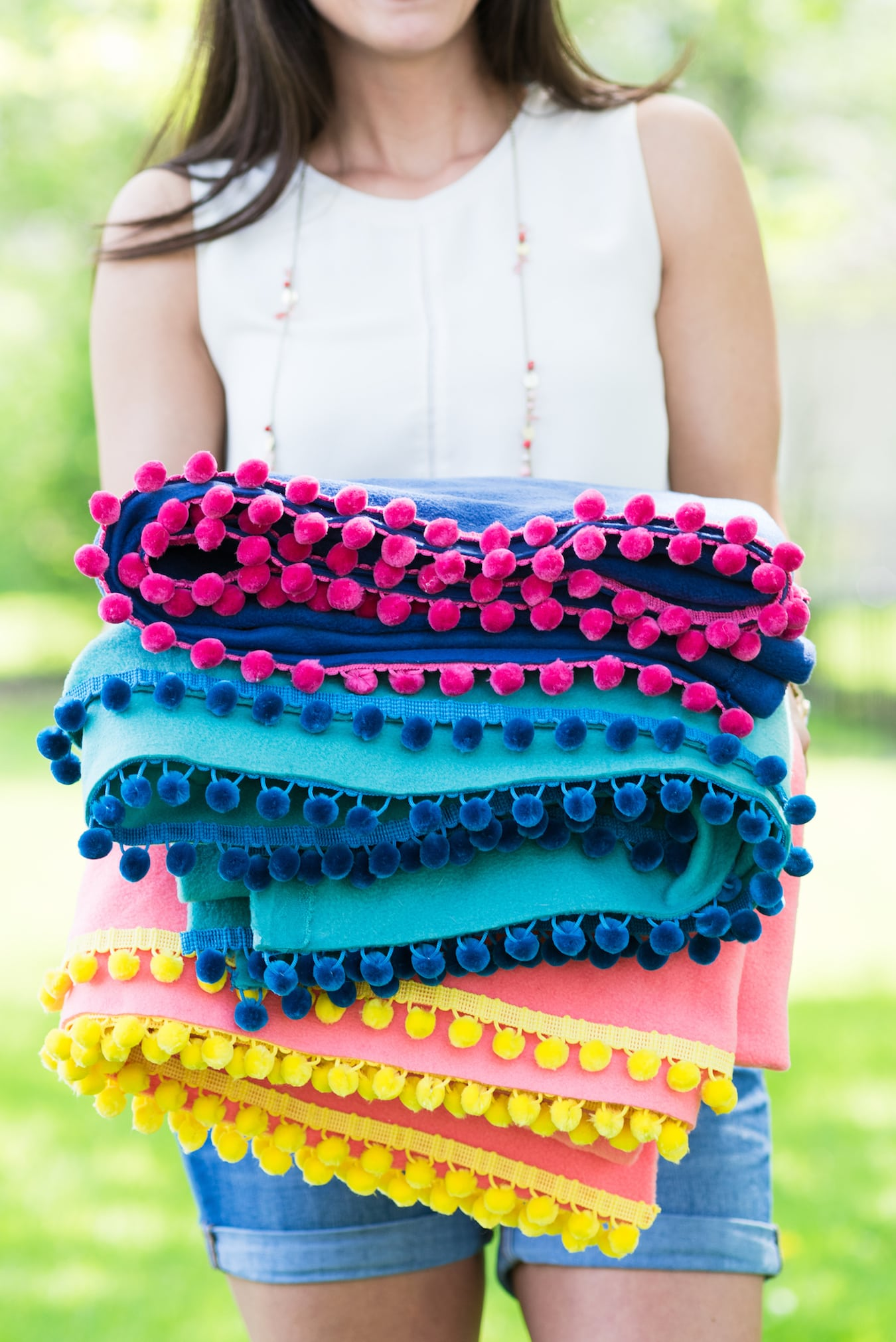 DIY Pom Pom Picnic Blankets