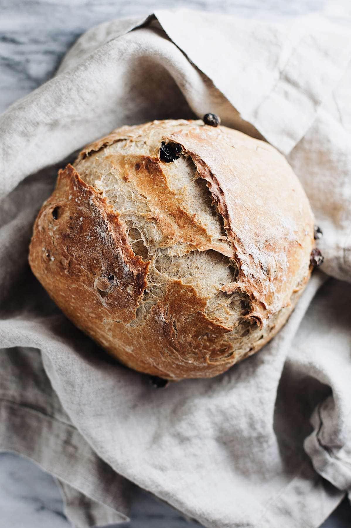 Cinnamon Raisin Artisan Bread | Thanksgiving recipes via entertaining blog @cydconverse